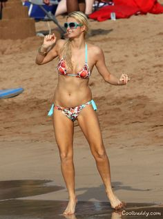 Paris Hilton bikini photos from Maui, Hawaii