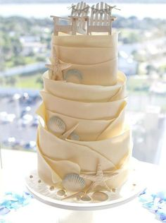 gâteau original esprit bord de mer décoré de fauteuils Adirondack
