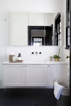 BATHROOM AT DARLING POINT PROJECT BY RHYS / JONES INTERIOR ARCHITECTURE - BUILT BY http://www.robertplumbproject.com.au