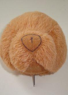 МКФото 10. Намечаете форму носа. Внутри разметки выщипываете ворс и вышиваете носик традиционным способом.