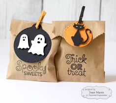 Trick or Treat! – Right as Rain Diy Halloween, Halloween Home Decor, Halloween Trick Or Treat, Halloween House, Happy Halloween, Halloween Wreaths, Spooky Treats, Trunk Or Treat, Treat Holder