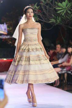 Hoàng Thuỳ - Bộ sưu tập váy cưới của NTK Phạm Đăng Anh Thư