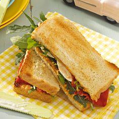 Sandwich mit Ei, Erdnüssen und Paprika