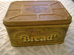Always looking for boxes like these at antique stores to decorate with ! Vintage Bread Boxes, Bread N Butter, Antique Stores, Lovely Things, Tins, Kitchen Accessories, Kitchen Ideas, Baskets, Picnic