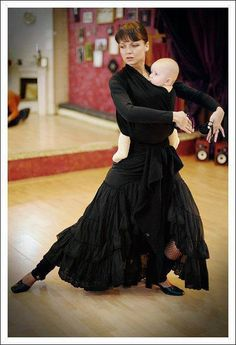 Babywearing while flamenco dancing. I miss babywearing! Baby Sling Wrap, Baby Carrying, Baby Wraps, Just Dance, Mothers Love, Mother And Child, Baby Wearing, Savannah, Hip Hop