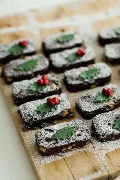 Beautifully decorated Christmas Brownies- picture only Xmas Food, Christmas Sweets, Christmas Cooking, Noel Christmas, Christmas Goodies, Christmas Cakes, Christmas Chocolate, Italian Christmas, Christmas Stuff
