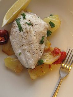 John Dory baked on a bed of roasted potatoes and tomatoes – Cook with Home Organics Fish Recipes, Seafood Recipes, Cooking Recipes, Sliced Potatoes, Roasted Potatoes, Dory Fish Recipe, John Dory Fish, Cooking Tomatoes, Oven Roast