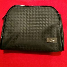 Christian Dior make up bag In great condition.. good for travel.. black color.. D:  W -6in, L -4 3/4 inch.. Christian Dior  Bags Cosmetic Bags & Cases
