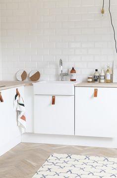 Envie d'un coup de neuf dans votre cuisine ? Retrouvez toutes mes astuces à moindre coût pour relifter sa cuisine et valable aussi pour les locataires !