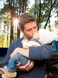 Josh Turner Introduces Son Samuel Hawke