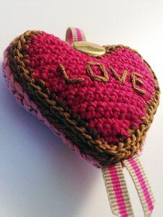 crochet heart pendant 1  @bewool