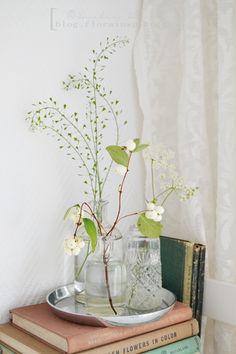Flowers, bottles and old books. http://blog.florainspiro.com