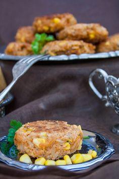 vegane Reisbällchen mit Curry und Mais Curry, Salmon Burgers, Nom Nom, Beef, Chicken, Ethnic Recipes, Food, Recipe Ideas, Vegane Rezepte