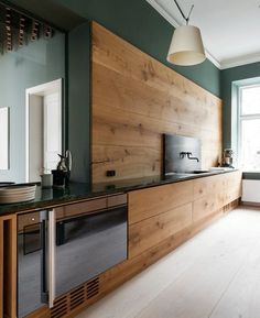 The best modern kitchen design this year. Are you looking for inspiration for your home kitchen design? Take a look at the kitchen design ideas here. There is a modern, rustic, fancy kitchen design, etc. Simple Kitchen Cabinets, Kitchen Cabinet Design, Modern Kitchen Design, Interior Design Kitchen, Kitchen Backsplash, Kitchen Ideas, Kitchen Floor, Interior Ideas, Modern Cabinets
