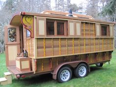This is another Gypsy Vardo.  A little bigger than I want for Doc Hollen's Medicine Show.  I want to start with a 5x8 one axle trailer.  Note the supports under the ledge.  On mine each side will have a 1 foot ledge so it will be 7 feet across but only one window on each side.  Twain could use this too!!!  Now, I need someone more experienced than me to help me build it!