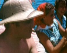 Elvis in july 12 1956 in Biloxi ( Mississippi ) first vacation since the beginning of his career in summer 1954.