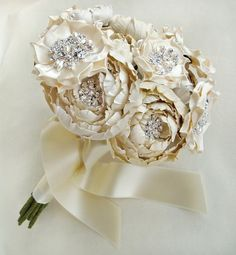 (via Brooch bouquets & brooches ♥)