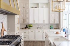 These Modern Kitchen Cabinets Will Have You Saying Goodbye to Open Shelves Shaker Style Cabinets, Custom Kitchen Cabinets, Green Cabinets, Upper Cabinets, Contemporary Cabinets, Open Shelving, Shelves, Cabinet Decor, Classic Interior