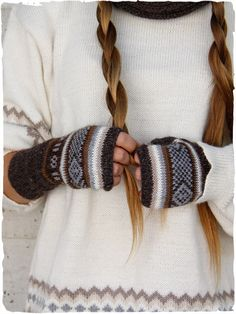 alpaca fingerless gloves - Silia #fingerlessgloves #wool #gloves with #ethnicdesign - See more at: http://www.lamamita.co.uk/en-US/shop/winter-clothing/silia-fingerless-gloves#sthash.4u6zNddz.dpuf #ethnicfashion #alpacaclothing #clothingaccessories