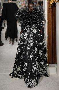 Valentino Spring 2019 Couture Fashion Show – Vogue - Couture Looks, Style Couture, Haute Couture Fashion, Couture Week, Spring Couture, Valentino Couture, Valentino Dress, Collection Couture, Fashion Show Collection
