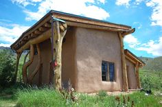 Straw bale house at The Lama Foundation, Taos, New Mexico, USA Natural Building, Green Building, Straw Bale Construction, Earth Bag Homes, Straw Bales, Natural Homes, Building Systems, Cabins And Cottages, Small Cabins
