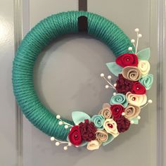 Felt flower wreath, Christmas wreath, door wreath, yarn wreath, felt wreath, handmade wreath, Christmas gift, hostess gift, floral wreath by TheDelightedDoor on Etsy