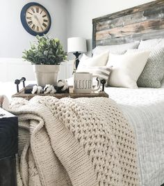 Small Bedroom Ideas for Small Space Home Small Bedroom Ideas Make Your Home Bigger Inspiring & Pictures. These elevated spaces might just inspire you to re-decorate your own bedroom. Try one of these stylish bedroom decorating ideas. Stylish Bedroom, Cozy Bedroom, Bedroom Apartment, Home Decor Bedroom, Modern Bedroom, Bedroom Furniture, Bedroom Lamps, Bedroom Storage, Furniture Plans