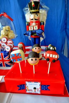 Boy's Royal Birthday Bash cake pops www.spaceshipsandlaserbeams.com