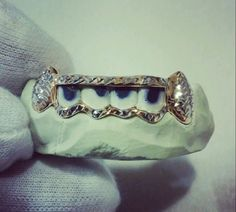 DIAMOND CUT 4 PC OPEN FACE EXTENDED FANG GRILLZ