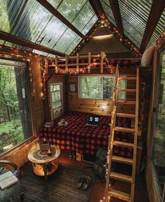 Tiny House Cabin, Tiny House Living, Cabin Homes, My House, Tiny Houses, Cabin In The Woods, Cottage In The Woods, Ideas Cabaña, Decor Ideas