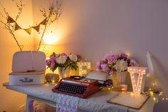 Décoration de mariage - Urne valise, livre d'or, machine à écrire, lettres lumineuses, pivoines
