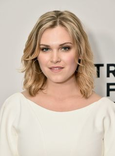 """Eliza Taylor """"""""It was a crazy time to be on social media,"""" Taylor said of the fans' response [to Lexa's death]. """"This affected people so deeply, but being able to portray the first lead of a show on. Eliza Taylor, Eliza Jane Taylor Cotter, Clarke The 100, Clarke And Lexa, Show Beauty, Celebrity Updates, Tribeca Film Festival, White Girls, Beautiful Actresses"""
