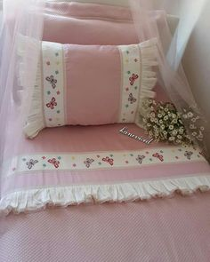 ✔ Diy Pillows Covers For Bed Baby Bedding Sets, Baby Pillows, Diy Pillow Covers, Bed Covers, Old Cd Crafts, Fabric Pom Poms, Pillow Mat, Unicorn Pillow, Zara Home Collection