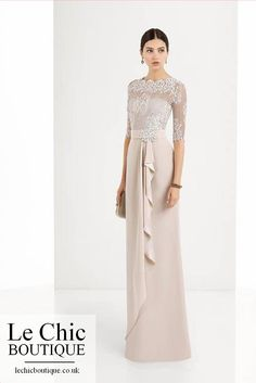 Find the perfect look for any event in Rosa Clara's elegant and glamorous collection of stunning cocktail dresses in a choice of lengths, finishes and fabrics — long, short , beaded, silk gauze. Mob Dresses, Fashion Dresses, Tunic Dresses, Vestidos Mob, Thai Wedding Dress, Elegant Dresses For Women, Popular Dresses, Mode Hijab, Long Bridesmaid Dresses