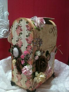Boite aux lettres en carton pouvant servir d'urne d'anniversaire, de mariage... (scrap Shabby + Fêtes)