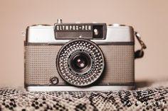 KAMERA | Olympus-Pen EE-2 - Fotograf Ann Sissel Holthe | Portrett og Bryllupsfotograf | www.fatmonkey.no Retro Camera, Cameras, Bluetooth, Accessories, Camera, Film Camera, Jewelry