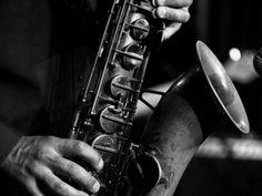 """Como parte da programação do """"Jazz na Fábrica 2014"""", o Sesc Pompeia realiza entre os dias 17 e 31 de agosto, sempre aos domingos, shows com muita música boa e um diferencial: entrada totalmente Catraca Livre."""