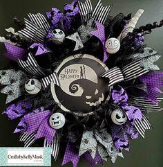 Scary Halloween Wreath, Halloween Ribbon, Purple Halloween, Halloween Door Decorations, Halloween Crafts, Halloween Deco Mesh, Christmas Reef, Dark Christmas, Halloween Christmas