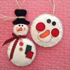 Snowman Ornaments / Christmas Tree Ornaments / Vintage Off White Snowman / Christmas Felt Ornaments / Snowman - set of 2 - Handmade by CraftsbyBeba on Etsy https://www.etsy.com/listing/286351645/snowman-ornaments-christmas-tree