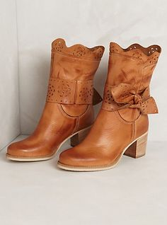 scallop bow booties