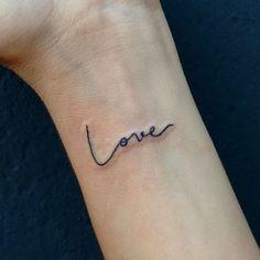Lve Contato: sigalaschicas@gmail.com #sigalaschicas #sigalaschicastattooepiercing #love #lovetattoo #amor #tattoo #tatuagemdelicada #tatuagemfeminina #escritatattoo #typography #tattoosp #estudiosp #carnaval #feriadoemsp (em Siga Las Chicas Tattoo e Piercing)