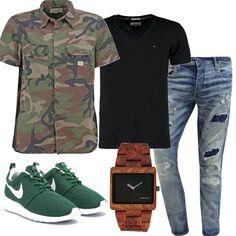 Look maschile casual da poter indossare tutti i giorni, comodo e pratico. In questo outfit l'abbinamento classico sneakers - jeans è arricchito da una camicia camouflage.