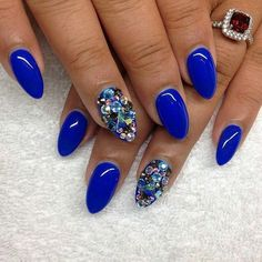 20 Beautiful Almond Nail Designs - For Creative Juice Gorgeous Nails, Love Nails, Long White Nails, Royal Blue Nails, Almond Shape Nails, Nails Shape, Almond Nails Designs, Super Nails, Prom Nails