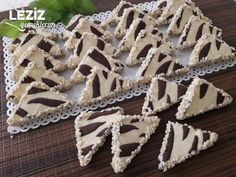 Triangle Zebra Cookies - My Delicious Food Cake Recipes For Kids, Best Cake Recipes, Cookie Recipes, Favorite Recipes, Drink Party, Zebra Cookies, Cookies For Kids, Turkish Recipes, Afternoon Tea