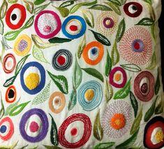Almofada bordada a mão - Amalia