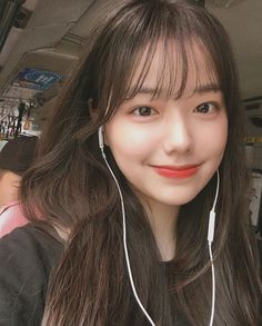 Korean Bangs Hairstyle, Korean Haircut, Hairstyles With Bangs, Girl Hairstyles, Pretty Korean Girls, Korean Beauty Girls, Cute Korean Girl, Ulzzang Hair, Ulzzang Korean Girl