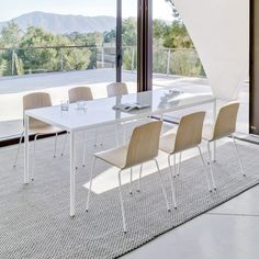 Designed by Carlos Tíscar, SUI is a collection of versatile tables with a pure design that together with the wide range of sizes, finishes and accessories available is able to offer versatility of use in all kinds of public and private spaces. The SUI tables are entirely manufactured with an aluminium frame that makes them light but sturdy and corrosion resistant at the same time.