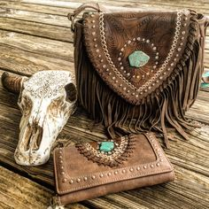Eclectic Boutique Selling Island Gypsy Desert Western Bohemian Rodeo Style Clothing & Accessories In Missy, Women & Plus Sizes. Tooled Leather Purse, Leather Tooling, Leather Purses, Estilo Hippie, Western Purses, Fringe Purse, Boho Bags, Cowgirl Style, Cute Bags