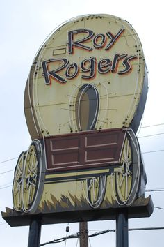 Roy Rogers Restaurant chain from Cincinnati. Named after singer cowboy actor, Roy Rogers, a Cincinnati native. I shook his hand. My mother took me to the grand opening. Old Neon Signs, Vintage Neon Signs, Old Signs, Western Film, Vintage Advertisements, Vintage Ads, Advertising Signs, Ohio Image, Restaurant Signs