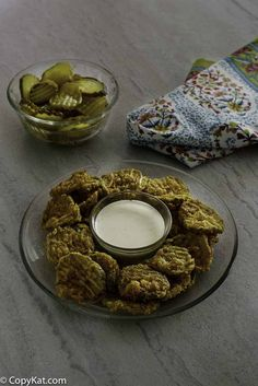 How to make Hooters Fried Pickles at home with this easy copycat recipe and video. Enjoy crunchy and tangy fried pickle chips for a tasty appetizer. Homemade Ham, Homemade Pickles, How To Make Homemade, Fried Dill Pickles, Fried Pickles Recipe, Quick Appetizers, Appetizer Recipes, Appetizer Ideas, Fried Pickle Chips